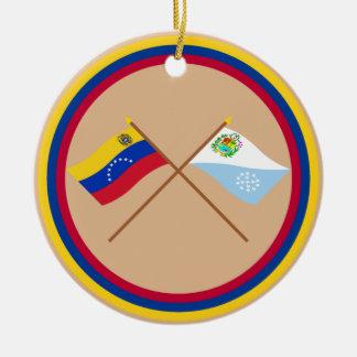 Banderas cruzadas de Venezuela y de Sucre Ornamento Para Reyes Magos