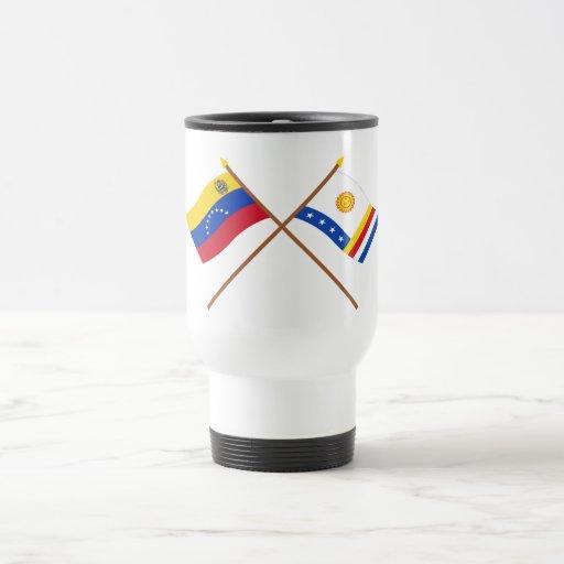 Banderas cruzadas de Venezuela y de Vargas Tazas De Café