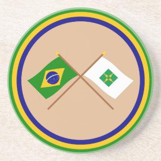 Banderas cruzadas del Brasil y de Distrito federal Posavasos Cerveza
