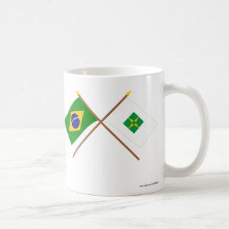 Banderas cruzadas del Brasil y de Distrito federal Tazas