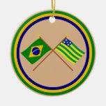 Banderas cruzadas del Brasil y de Goiás Adorno Navideño Redondo De Cerámica