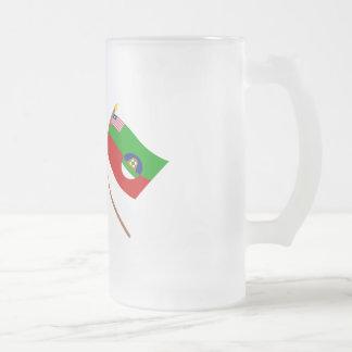 Banderas cruzadas del condado de Liberia y de Marg Tazas De Café