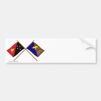 Banderas cruzadas del png y de la provincia de Man Pegatina Para Auto