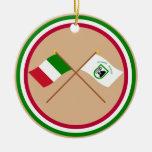 Banderas cruzadas Marche de Italia y del Le Ornamente De Reyes