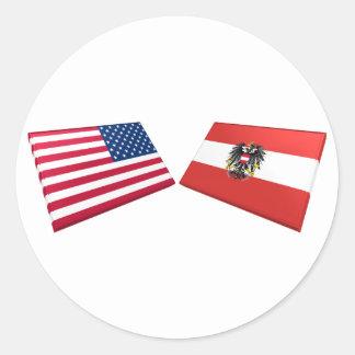 Banderas de los E.E.U.U. y de Austria Pegatina Redonda