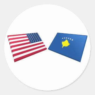Banderas de los E.E.U.U. y de Kosovo Pegatina Redonda