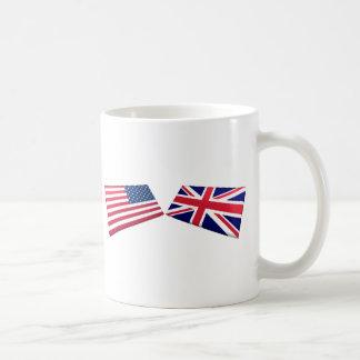 Banderas de los E E U U y de Reino Unido Tazas
