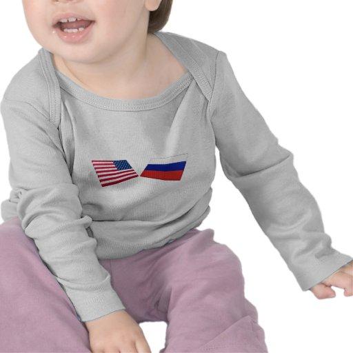 Banderas de los E.E.U.U. y de Rusia Camisetas