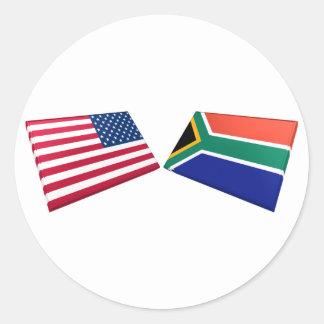 Banderas de los E.E.U.U. y de Suráfrica Pegatina Redonda