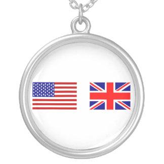 Banderas de Reino Unido y de los E.E.U.U. de lado  Grimpolas