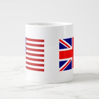 Banderas de Reino Unido y de los E E U U de lado Taza Jumbo
