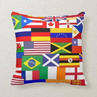 Banderas del collage del mundo cojin