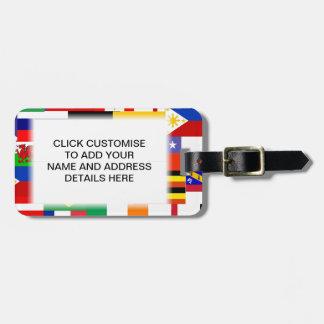 Banderas del collage del mundo etiqueta de maleta