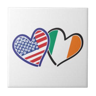 Banderas del corazón de los E.E.U.U. Irlanda Teja Cerámica