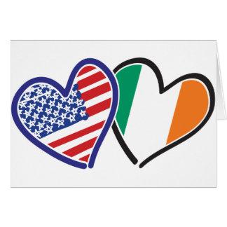 Banderas del corazón de los E.E.U.U. Irlanda Felicitacion