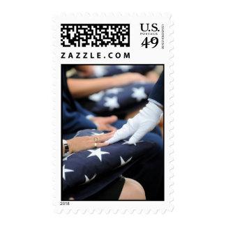 Banderas dobladas conmemorativas sello