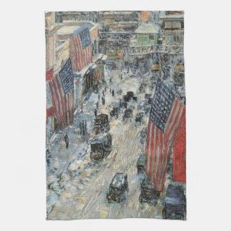 Banderas en la 57.a calle de Childe Hassam, arte Toalla
