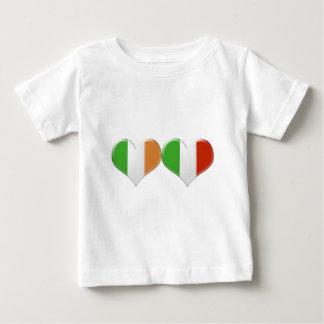 Banderas irlandesas e italianas del corazón poleras