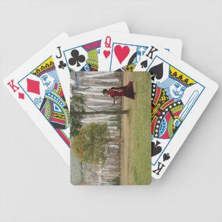 Banderas jovenes del monje y del rezo barajas de cartas