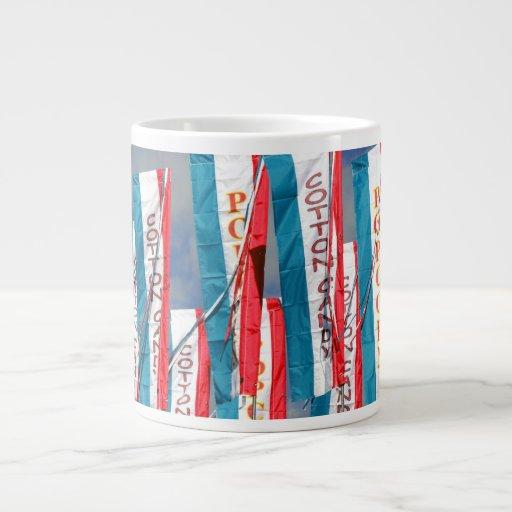 Banderas justas del caramelo de algodón de las pal taza de café gigante
