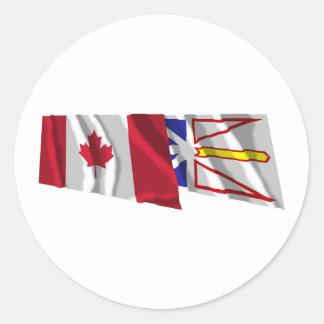 Banderas que agitan de Canadá y de Terranova Pegatina Redonda