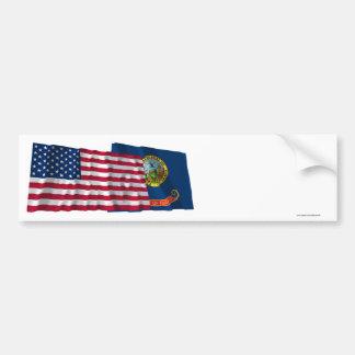 Banderas que agitan de Estados Unidos y de Idaho Pegatina De Parachoque