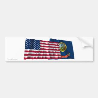 Banderas que agitan de Estados Unidos y de Idaho Etiqueta De Parachoque