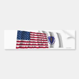 Banderas que agitan de Estados Unidos y de Massach Pegatina Para Auto