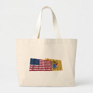 Banderas que agitan de Estados Unidos y de New Jer Bolsa