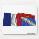 Banderas que agitan de Francia y de Ardenas Alfombrilla De Ratones