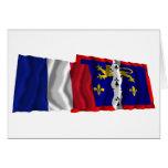 Banderas que agitan de Francia y de Mayenne Tarjeta
