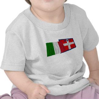 Banderas que agitan de Italia y de Piemonte Camisetas