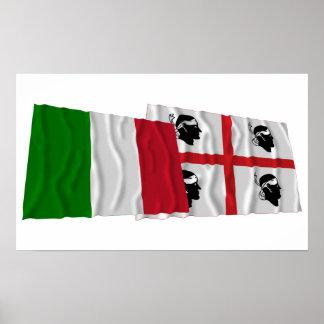Banderas que agitan de Italia y de Sardegna Póster