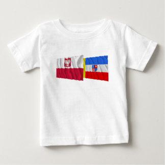 Banderas que agitan de Polonia y de Świętokrzyskie Tee Shirts