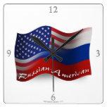 Banderas que agitan Ruso-Americanas Reloj De Pared