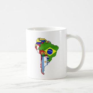 Banderas suramericanas del mapa de Suramérica Taza