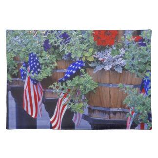 Banderas y flores en Philipsburg Montana Manteles Individuales