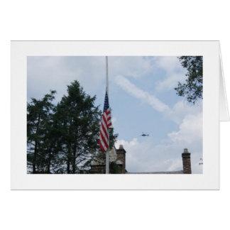 Banderas y helicóptero tarjeta de felicitación