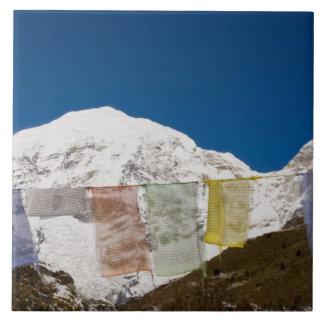 Banderas y soporte Jhomolhari, Bhután del rezo Azulejo Cuadrado Grande