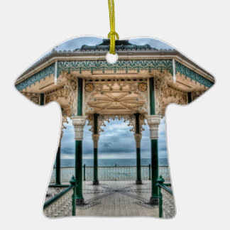 Bandstand de Brighton, Inglaterra Adorno Navideño De Cerámica En Forma De Playera