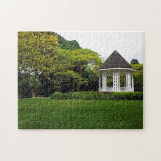 Bandstand hermoso en los jardines botánicos de Sin Puzzles