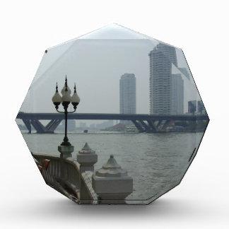 Bangkok Tailandia el río Chao Phraya pasa por alto