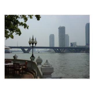 Bangkok Tailandia el río Chao Phraya pasa por alto Tarjetas Postales