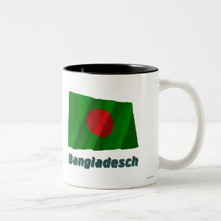 Bangladesch Fliegende Flagge mit Namen Two-Tone Coffee Mug