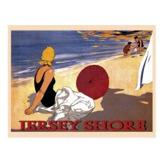 Baño de la familia de la playa de la orilla del tarjetas postales