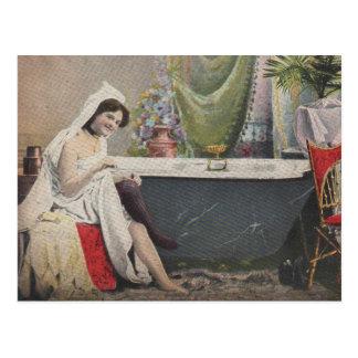 Baño de la mujer del Victorian Tarjeta Postal