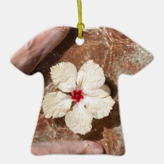 Baño del pie del Fijian Adorno De Cerámica En Forma De Camiseta