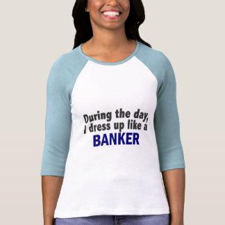 Banquero durante el día camisetas
