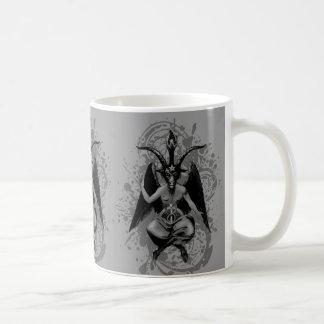 Baphomet: dios de cuernos de brujas y de la taza clásica