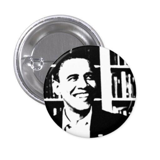 Barack Obama hace frente al botón del diseño de la